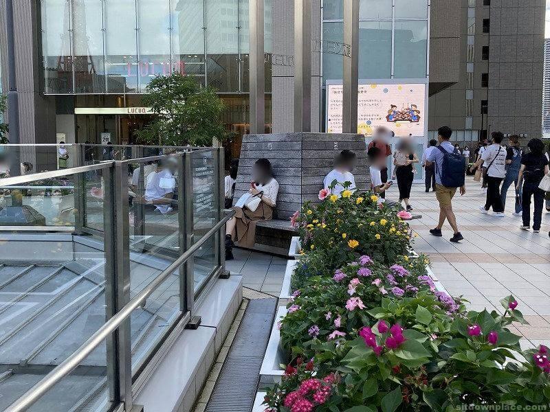 【梅田駅】LUCUA大阪2F東側の休憩場所3