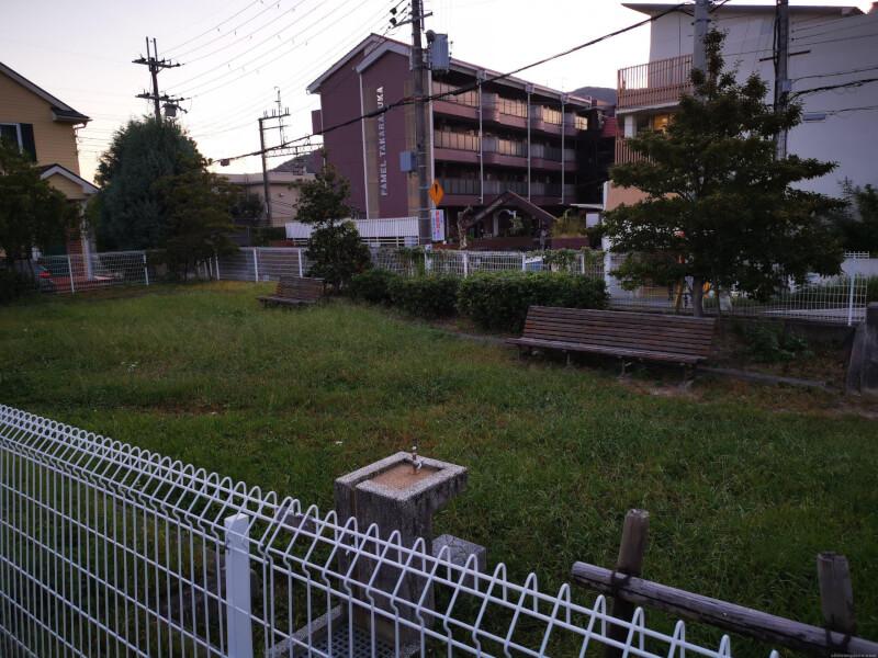【清荒神駅】川面1丁目公園内の休憩場所3
