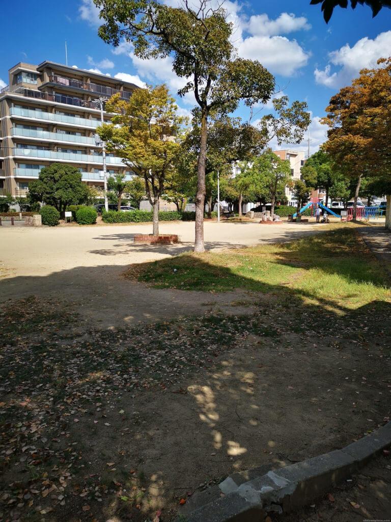 【塚口駅】森前公園の休憩場所1
