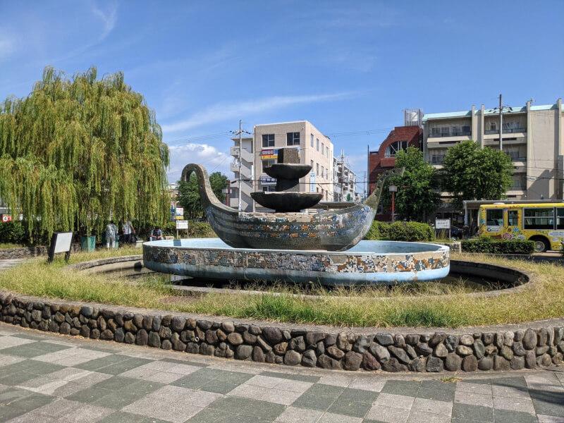 【武庫之荘駅】ゴンドラの噴水周りの休憩場所1