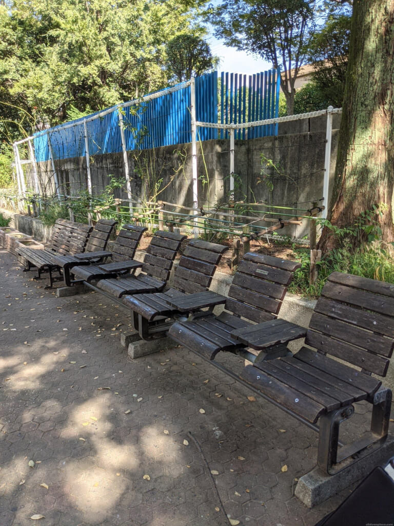 【武庫之荘駅】大井戸公園内の休憩場所3