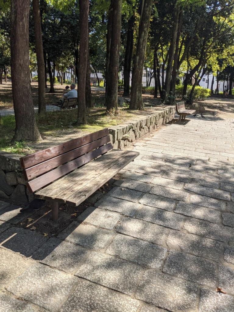 【武庫之荘駅】大井戸公園内の休憩場所1