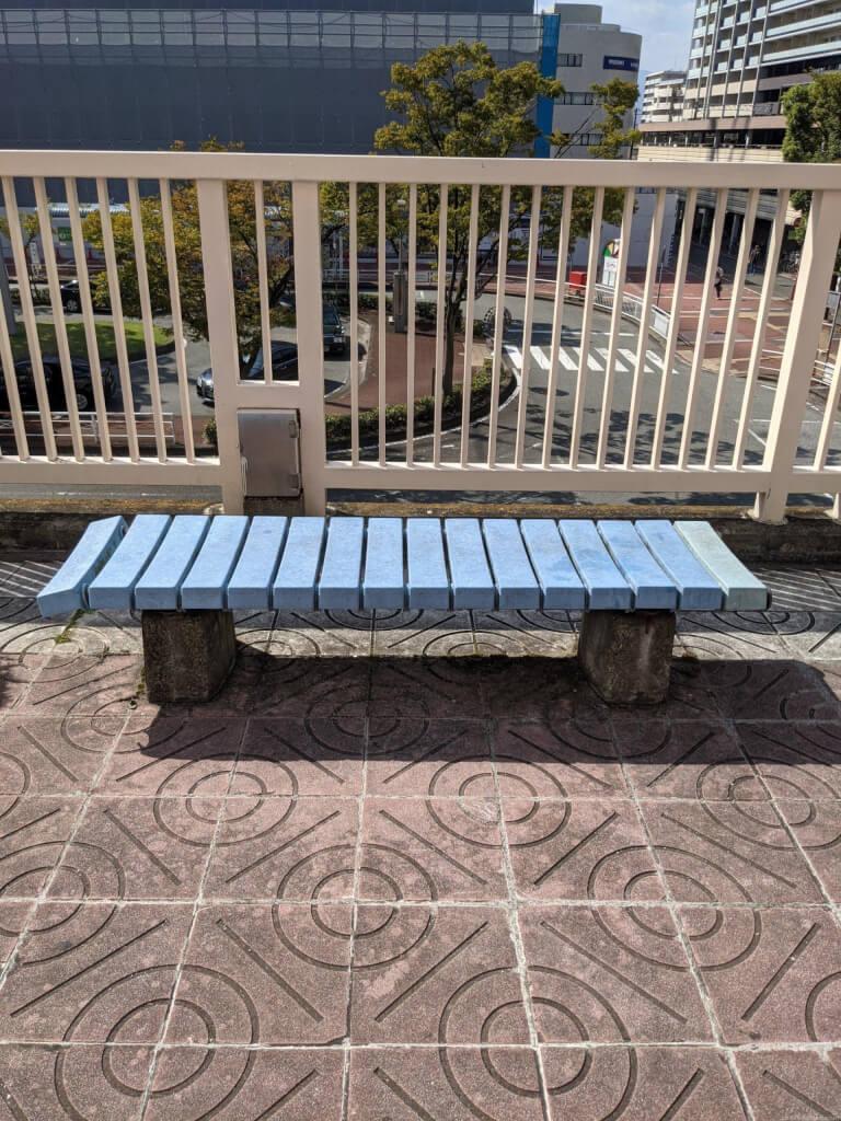 【塚口駅】SKY COM 塚口前の休憩場所2