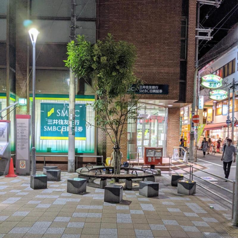 【高槻市駅】三井住友銀行前の休憩場所1
