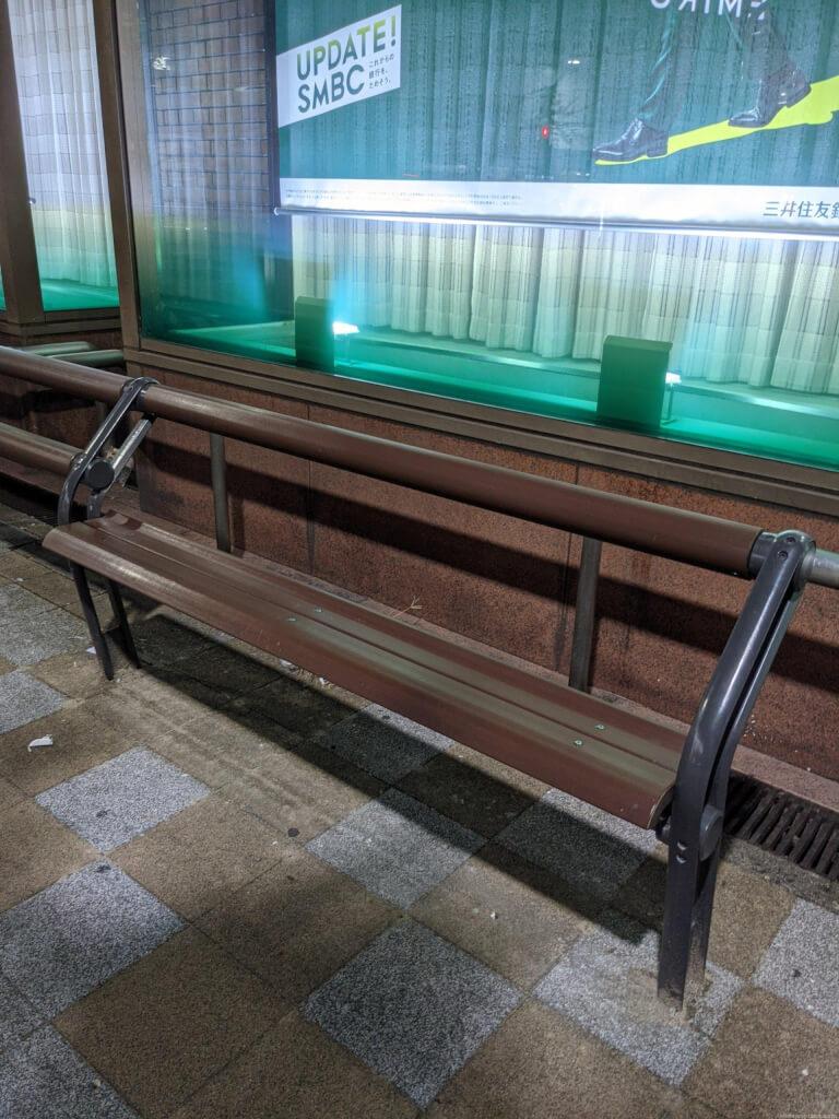 【高槻市駅】三井住友銀行前の休憩場所3